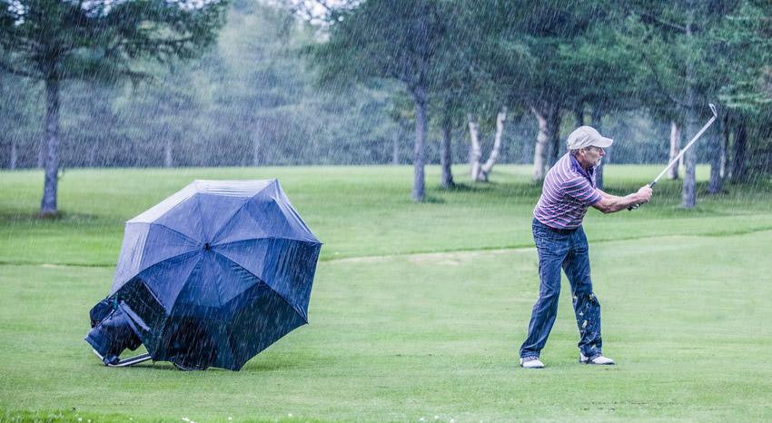 can-you-play-golf-in-the-rain
